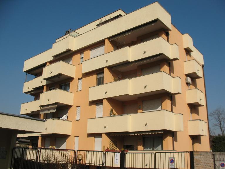 Appartamento in affitto a Saronno, 1 locali, zona Località: PISCINA, prezzo € 480 | PortaleAgenzieImmobiliari.it