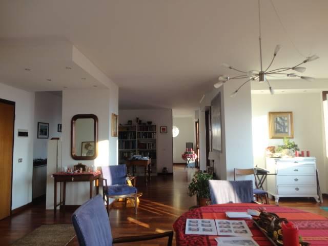 Zona residenziale alla periferia di Saronno posta al limitare di ampi spazi aperti e verdeggianti che garantiscono una magnifica vista. In palazzina
