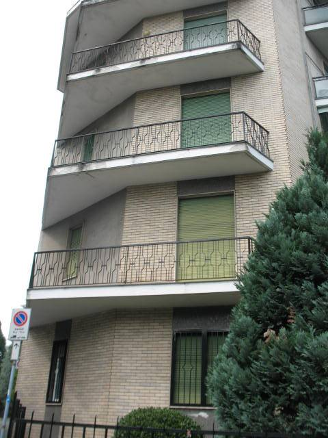 PREALPI, SARONNO, Apartment for sale of 114 Sq. mt., Restored, Heating Centralized, Energetic class: G, Epi: 190,4 kwh/m2 year, placed at 1° on 4,