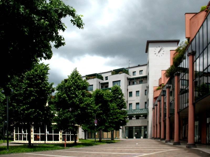 Saronno, centro storico, zona pedonale. In stabile signorile di recente realizzazione, affacciato su piazzetta Cardinale Schuster e nelle immediate