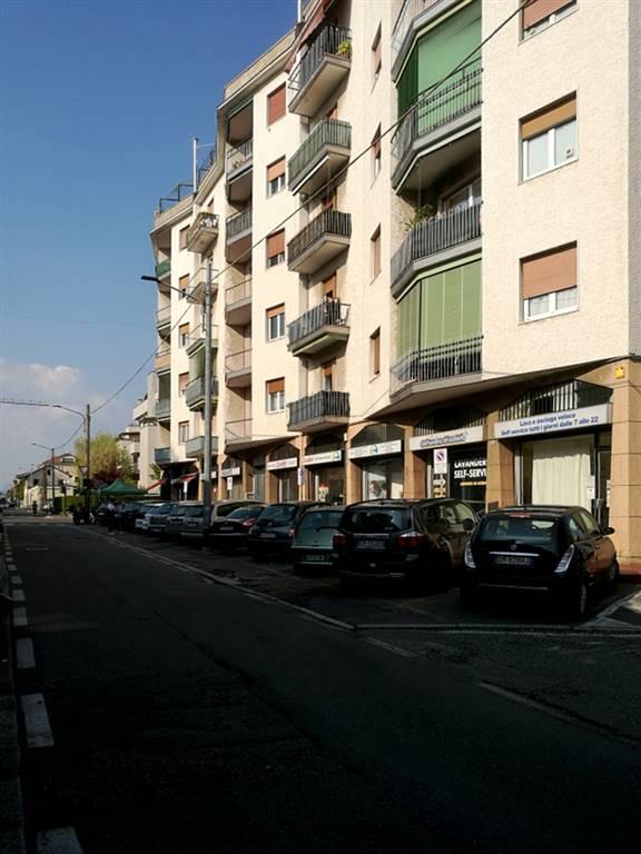 Zona residenziale, ad una distanza percorribile a piedi dal centro e relativi servizi. L'appartamento che proponiamo in vendita si trova all'ultimo