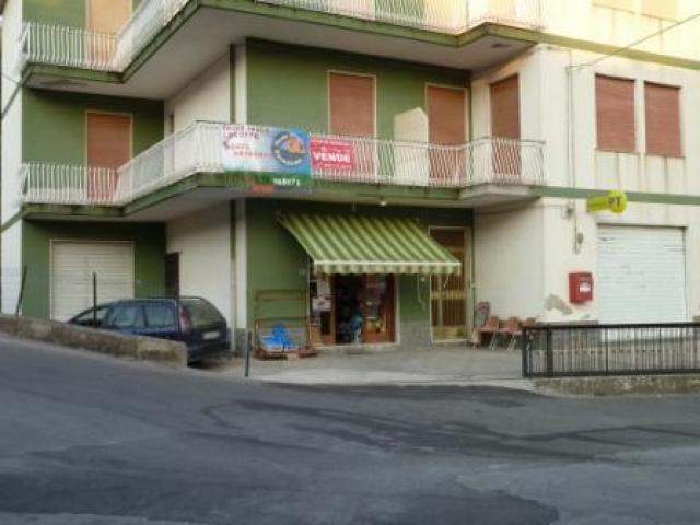 Appartamento a PIRAINO