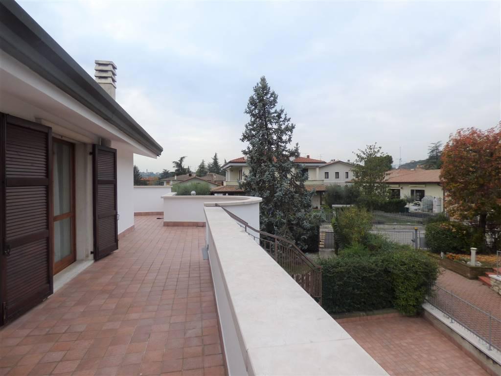 Appartamento in affitto a San Pietro in Cariano, 3 locali, zona Zona: Pedemonte, prezzo € 450 | CambioCasa.it