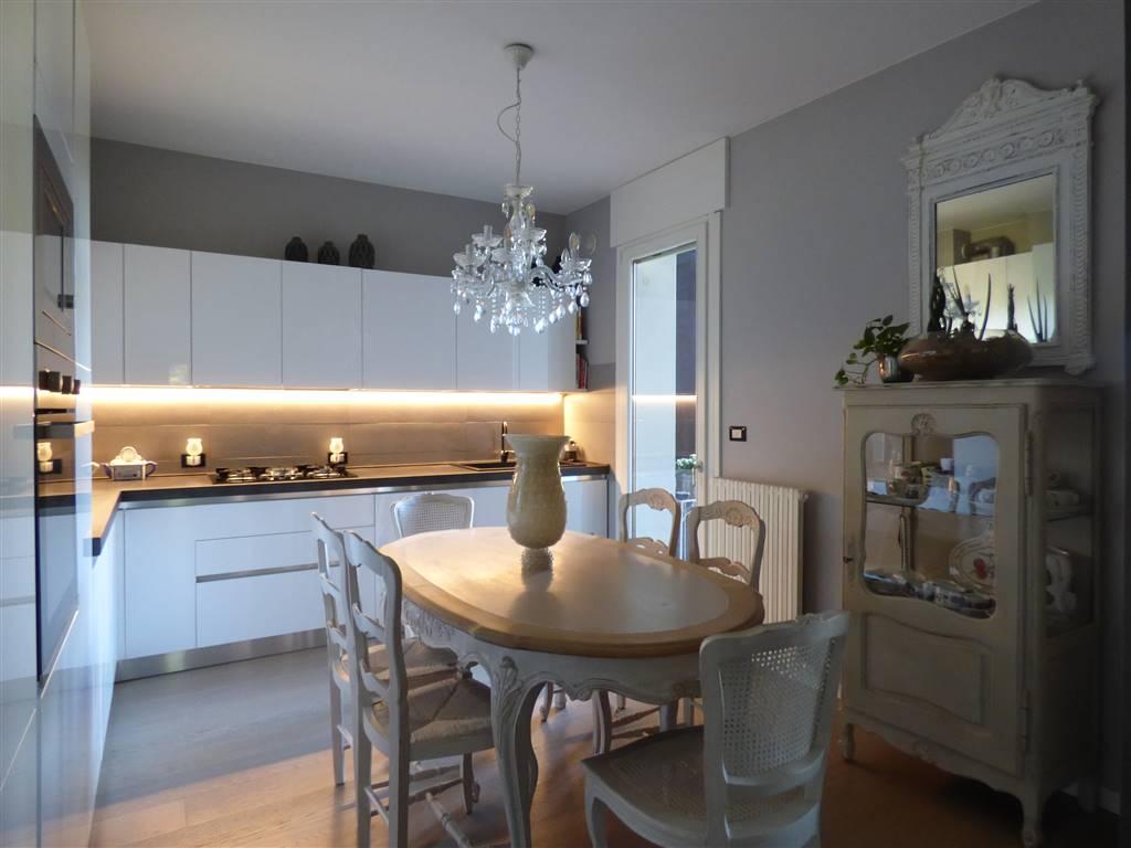 Appartamento in vendita a Verona, 5 locali, zona Quinzano - Pindemonte - Ponte Crencano - Valdonega - Avesa, prezzo € 447.000   PortaleAgenzieImmobiliari.it
