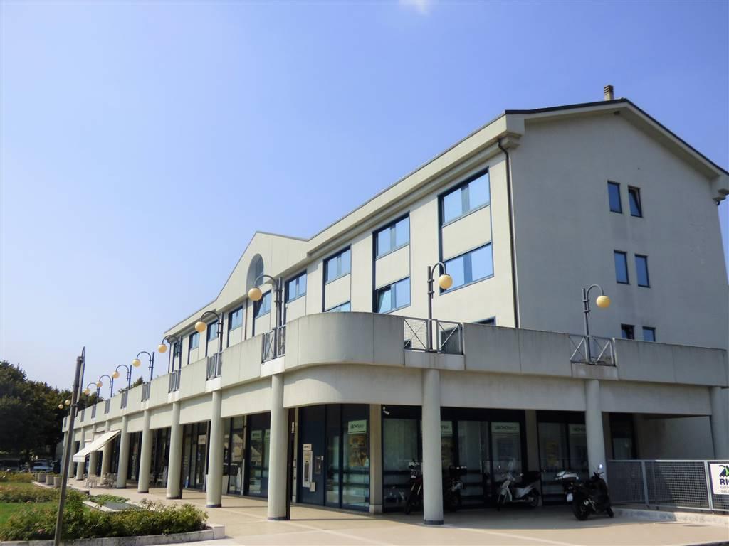Negozio / Locale in affitto a Verona, 9999 locali, zona ZTL - Piazza Cittadella - San Zeno - Stadio, prezzo € 2.800 | PortaleAgenzieImmobiliari.it