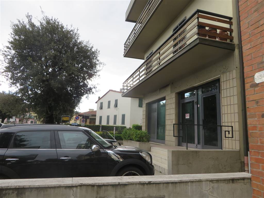 Negozio / Locale in affitto a Lastra a Signa, 4 locali, prezzo € 1.700   CambioCasa.it