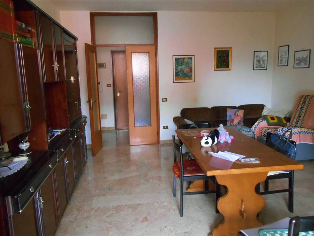 CORTICELLA, BOLOGNA, Apartment for sale of 140 Sq. mt., Be restored, Heating Centralized, Energetic class: G, Epi: 212 kwh/m2 year, placed at 4° on 4,