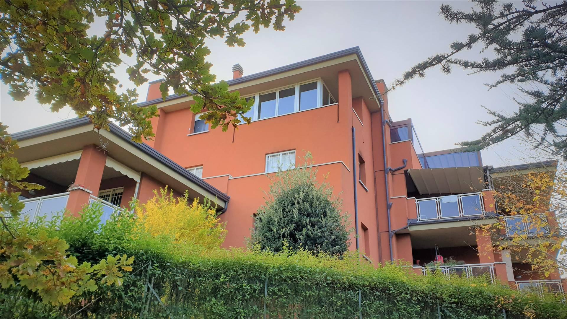 Tra Pianoro e Rastignano, bell'appartamento in palazzina di recente costruzione, tenuto veramente con cura. Ingresso arredabile, soggiorno con