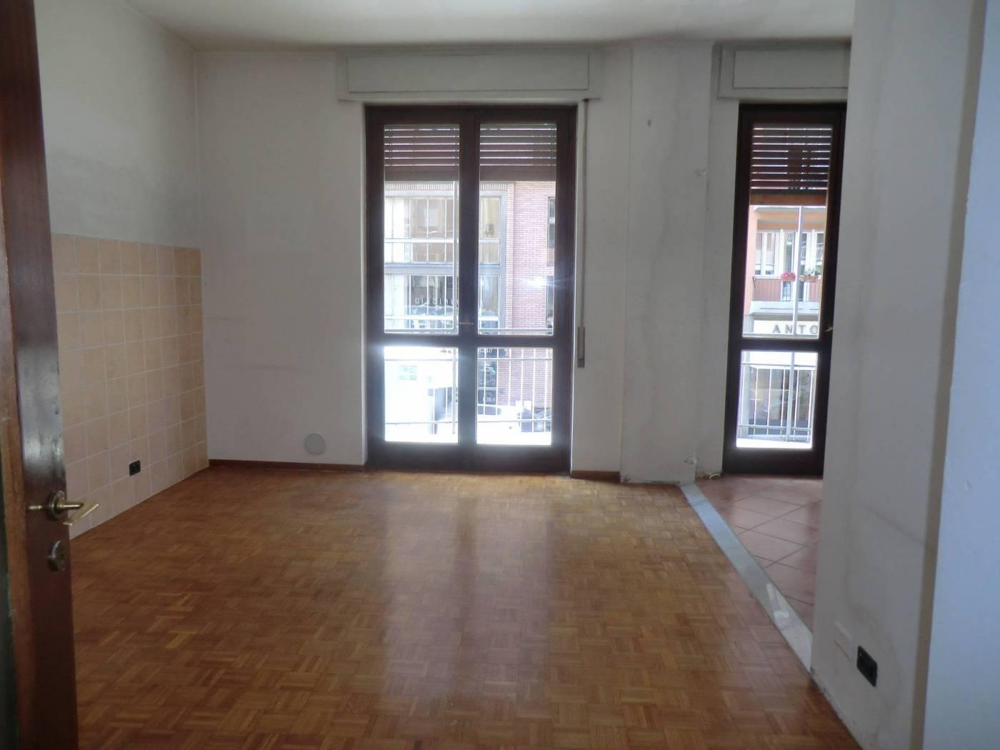 Appartamento in affitto a Novara, 4 locali, zona Località: SAN MARTINO, prezzo € 700 | PortaleAgenzieImmobiliari.it