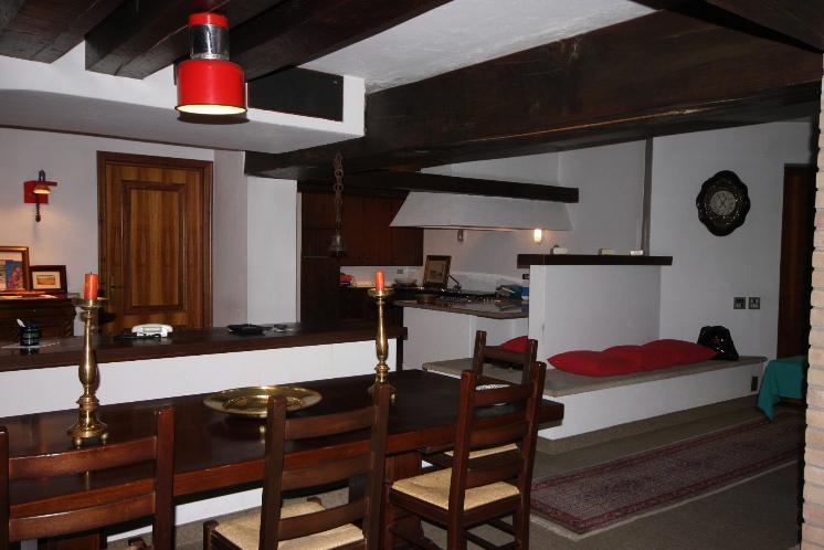 Villa in vendita a Varallo Pombia, 8 locali, prezzo € 320.000 | CambioCasa.it