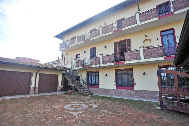 Villa Bifamiliare in Vendita a Romentino