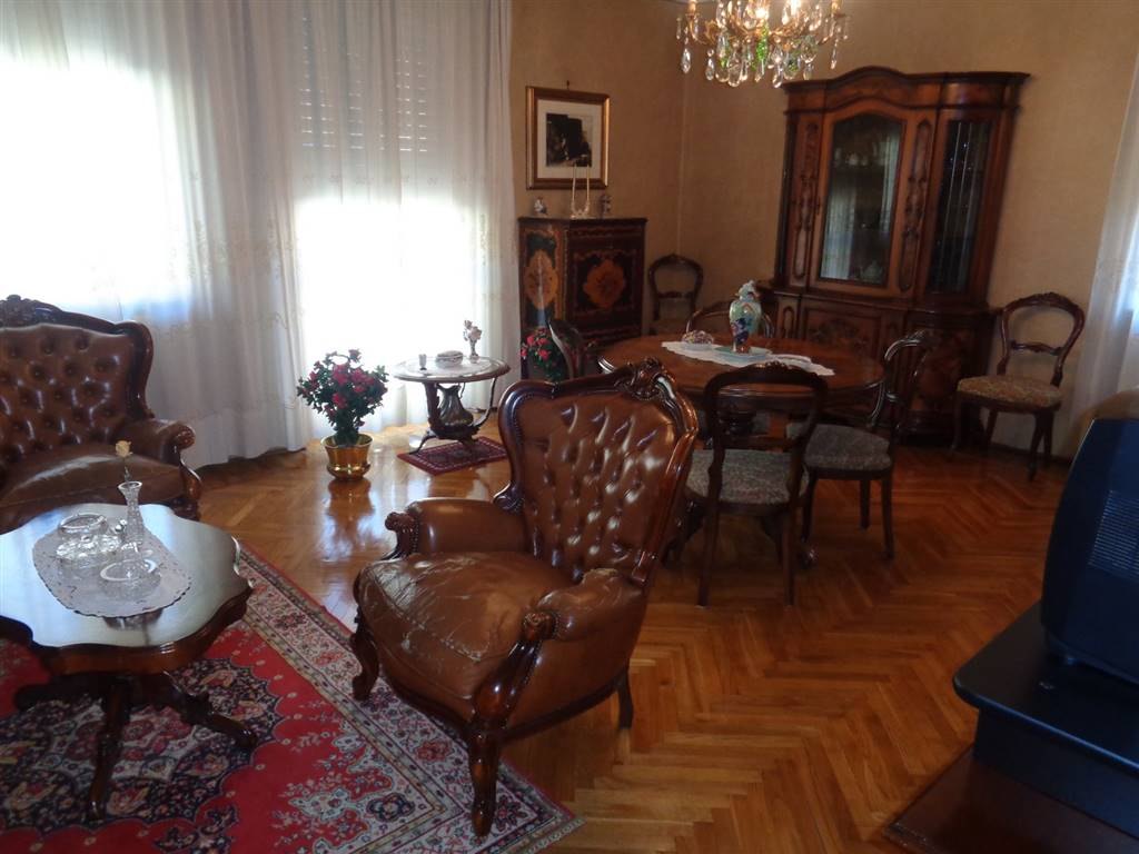 Appartamento in Viale Conte Crotti, Semicentro, Aosta