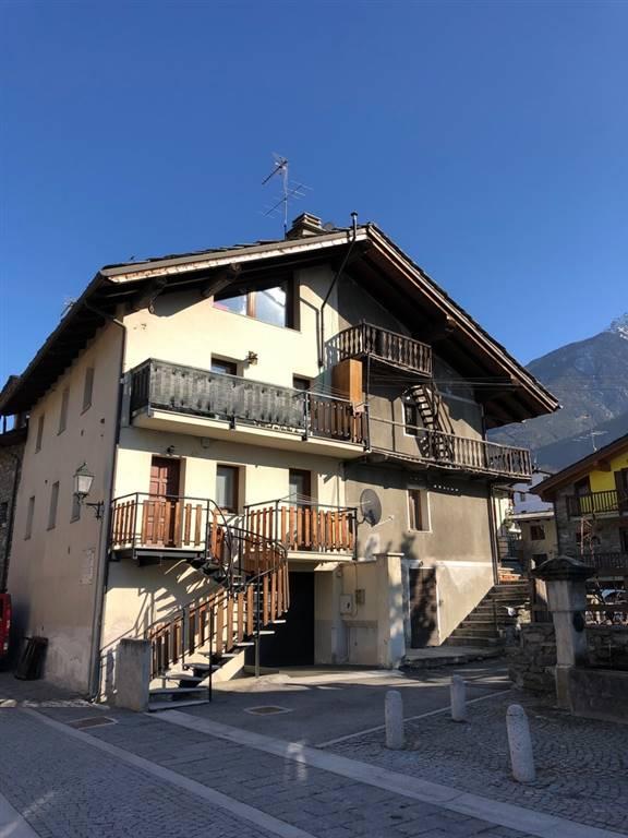 Appartamento in vendita a Fenis, 4 locali, zona Zona: Chez Sapin, prezzo € 125.000 | CambioCasa.it