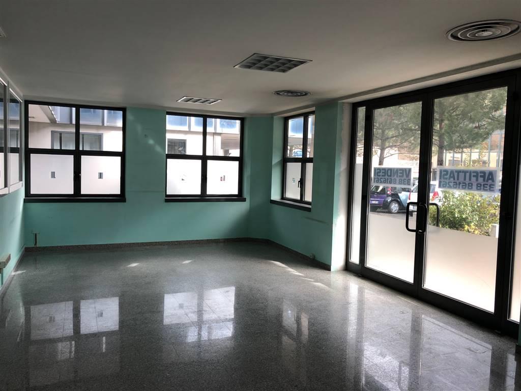 Ufficio / Studio in vendita a Aosta, 7 locali, zona Zona: Periferia, prezzo € 230.000 | CambioCasa.it