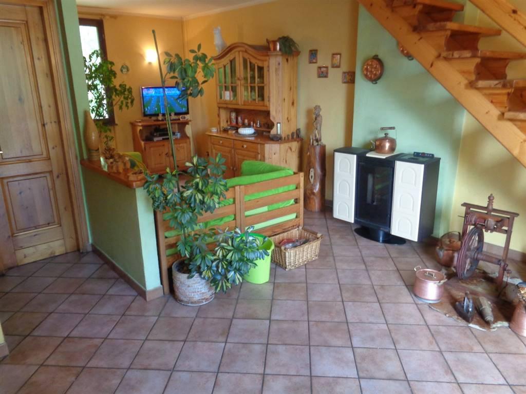 Appartamento in vendita a Valpelline, 3 locali, prezzo € 80.000 | CambioCasa.it