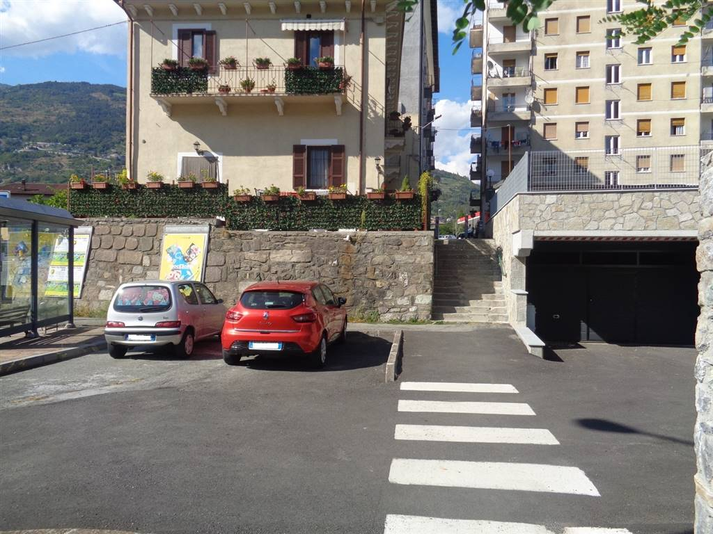 Box / Garage in vendita a Aosta, 1 locali, zona Zona: Centro, prezzo € 35.000 | CambioCasa.it
