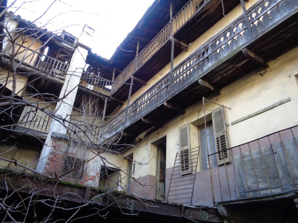 Rustico / Casale in vendita a Nus, 10 locali, prezzo € 300.000 | CambioCasa.it