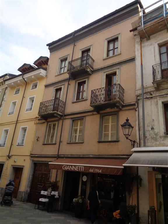 Palazzo / Stabile in vendita a Aosta, 7 locali, zona Zona: Centro, Trattative riservate | CambioCasa.it