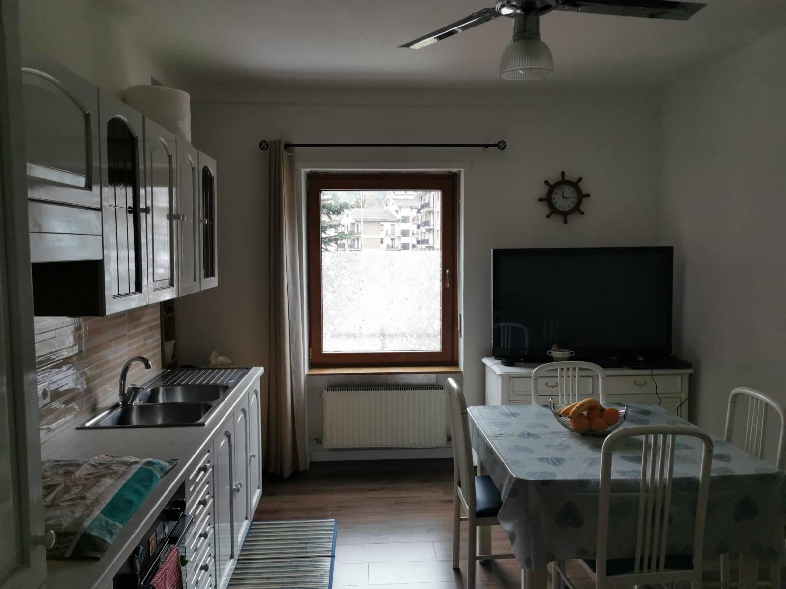 Appartamento in vendita a Aosta, 3 locali, zona Zona: Zona collinare, prezzo € 165.000 | CambioCasa.it
