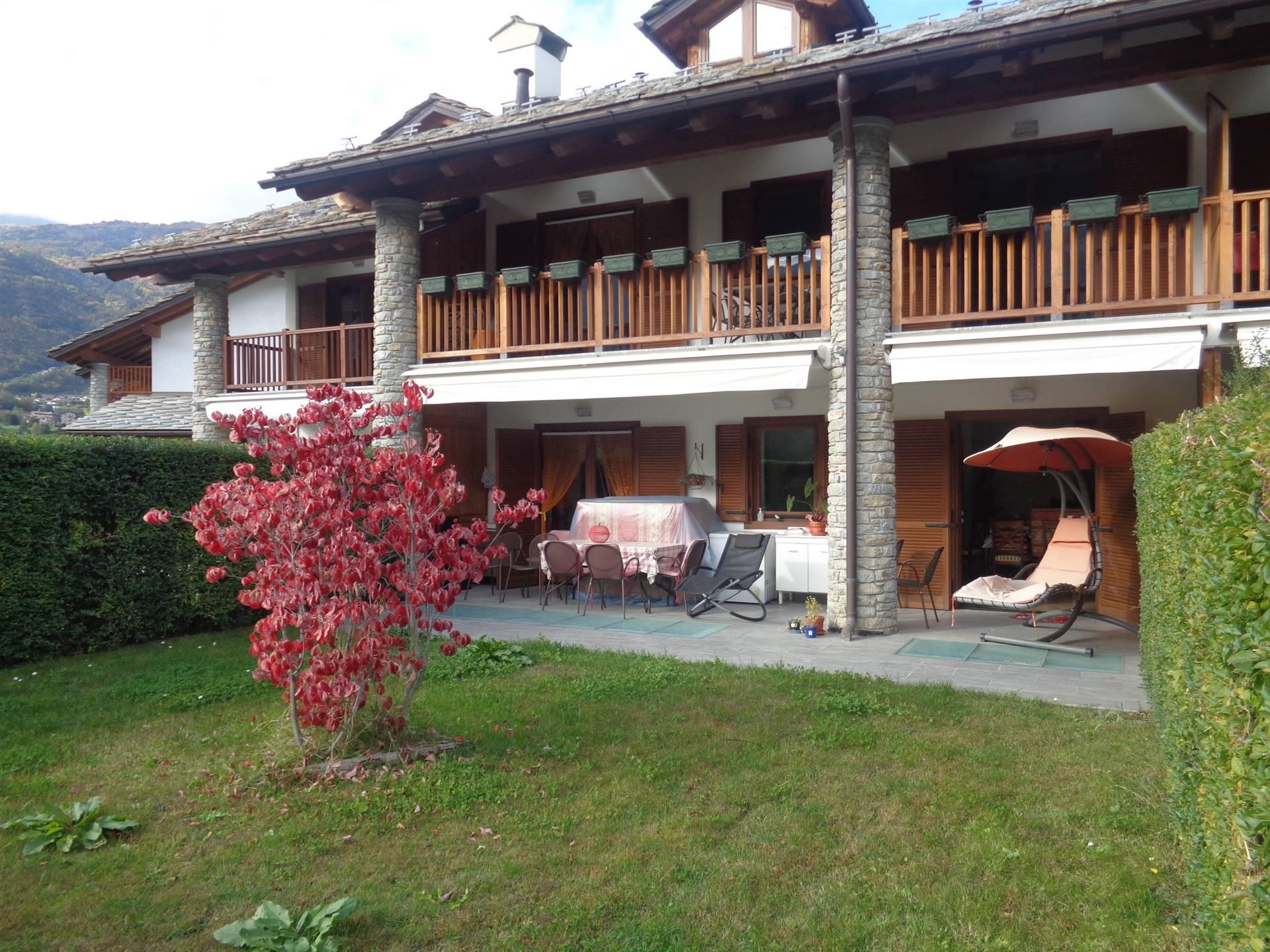 Villa a Schiera in vendita a Saint-Pierre, 8 locali, prezzo € 618.000 | CambioCasa.it