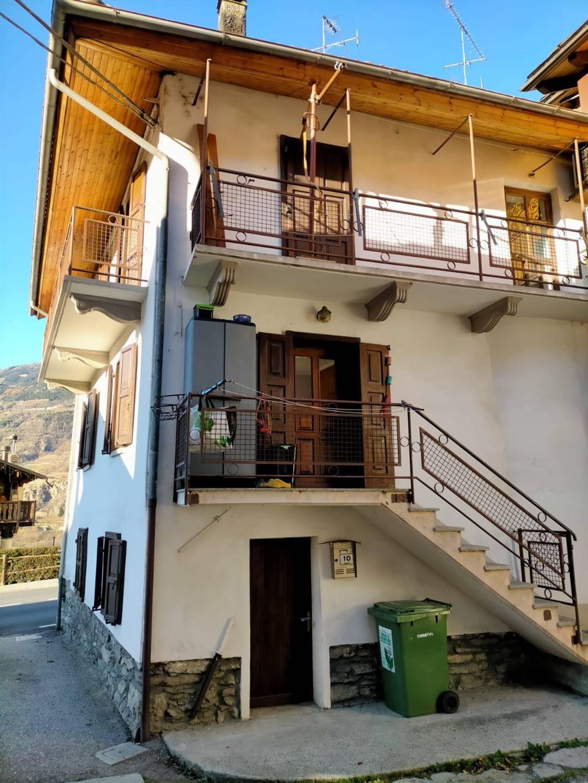 Appartamento in vendita a Aymavilles, 4 locali, prezzo € 115.000 | CambioCasa.it