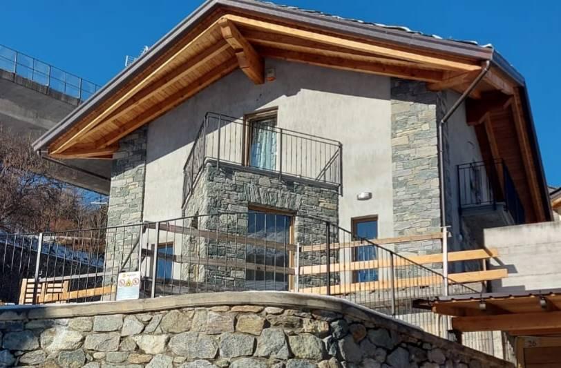 Villa in vendita a Gignod, 5 locali, prezzo € 670.000 | PortaleAgenzieImmobiliari.it