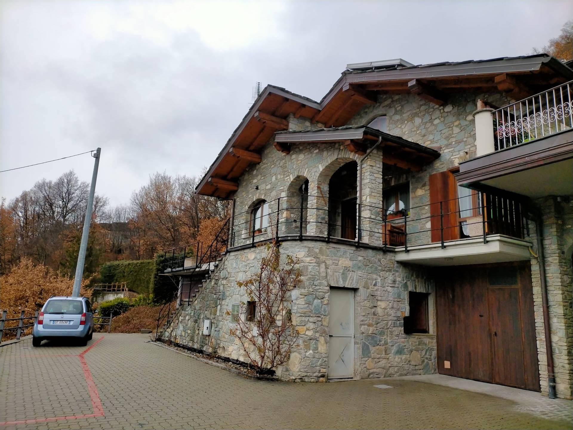 Villa Bifamiliare in vendita a Roisan, 7 locali, prezzo € 325.000 | CambioCasa.it