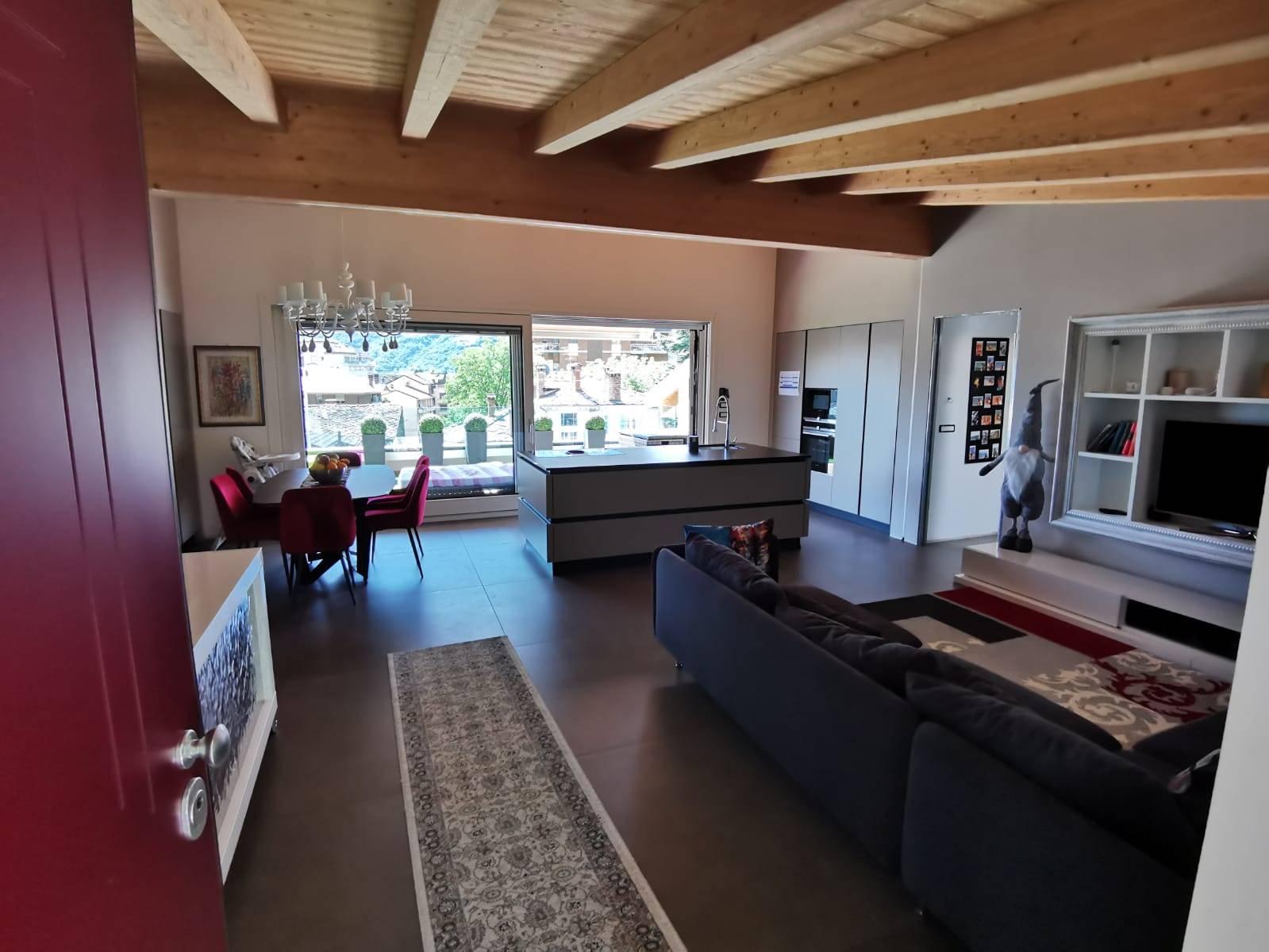 Attico / Mansarda in vendita a Aosta, 4 locali, zona collinare, Trattative riservate | PortaleAgenzieImmobiliari.it