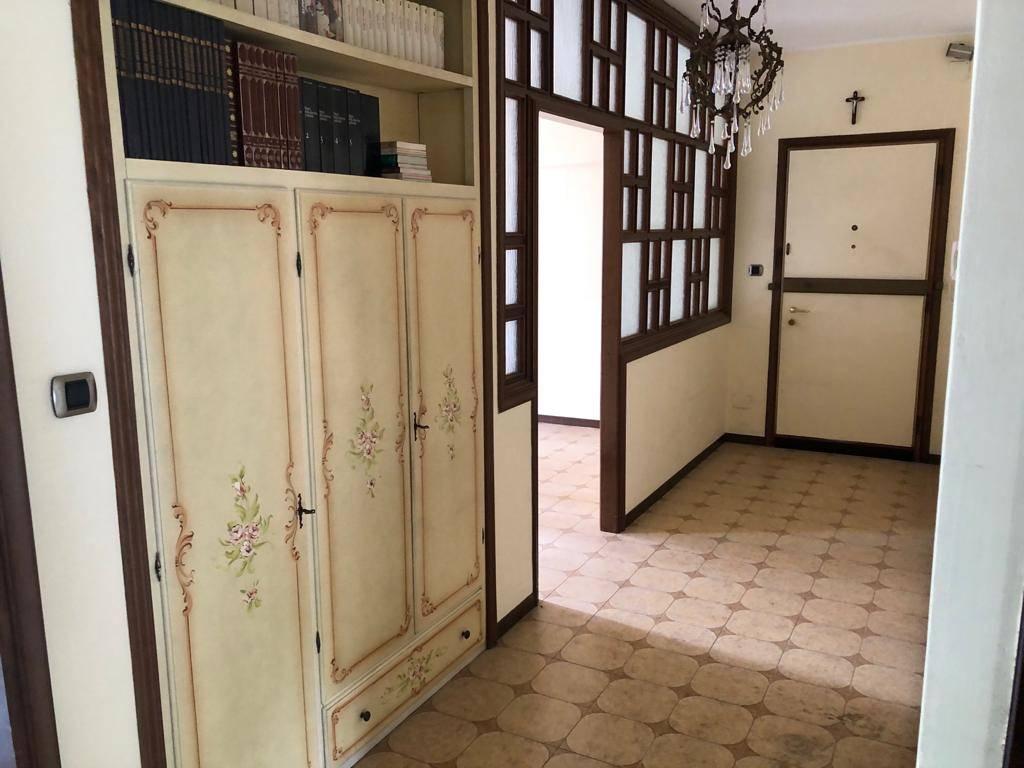 Appartamento in vendita a Aosta, 4 locali, zona Zona: Centro, prezzo € 209.000 | CambioCasa.it