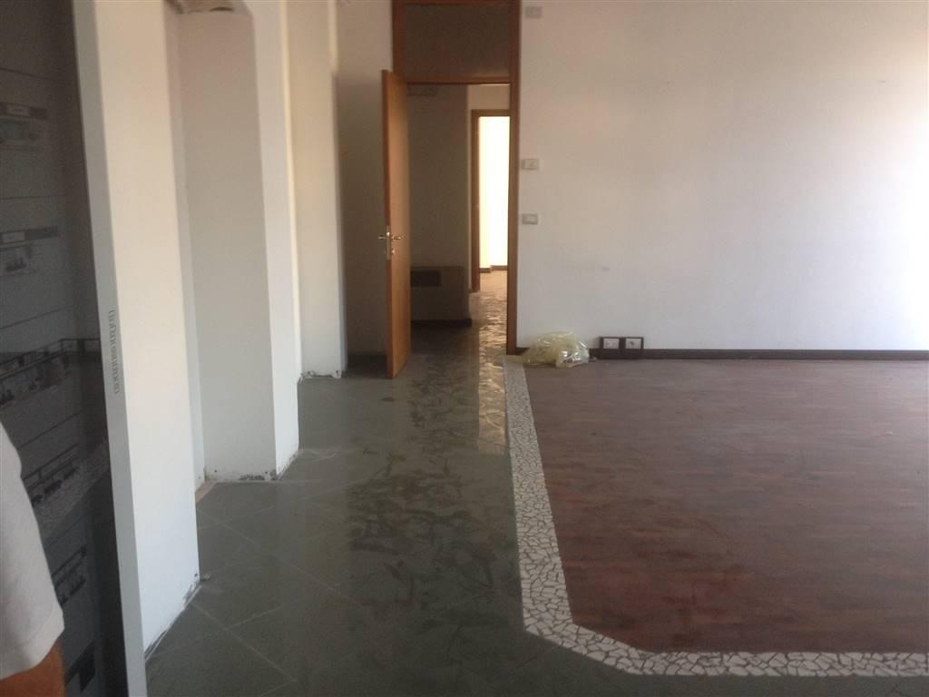 Ufficio / Studio in vendita a San Martino Buon Albergo, 3 locali, zona Località: CENTRO, prezzo € 95.000 | CambioCasa.it