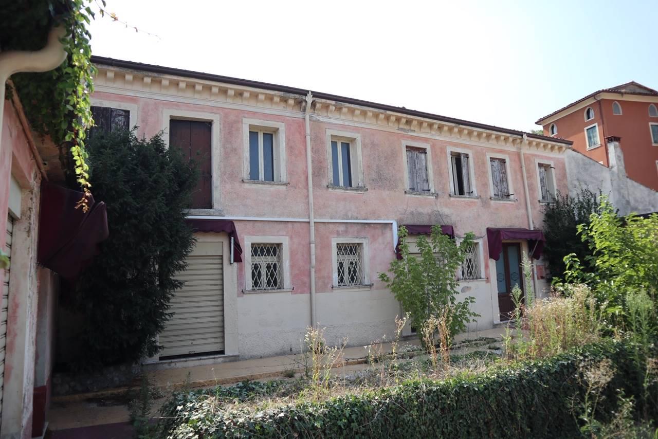 Rustico / Casale in vendita a San Martino Buon Albergo, 10 locali, zona Località: MARCELLISE, prezzo € 250.000   CambioCasa.it