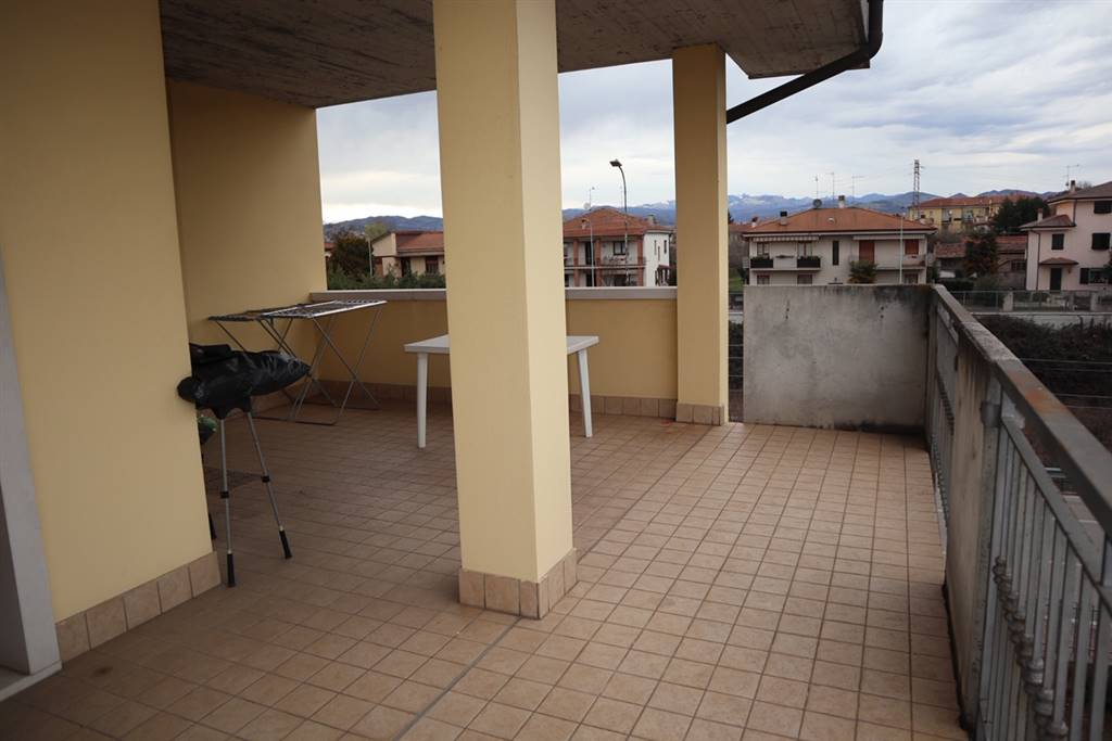 Appartamento in vendita a Caldiero, 4 locali, prezzo € 135.000 | CambioCasa.it
