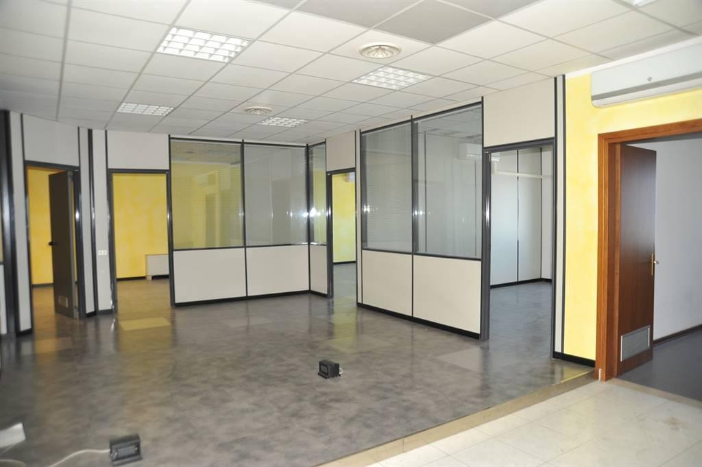 Ufficio / Studio in affitto a San Martino Buon Albergo, 7 locali, prezzo € 1.600 | CambioCasa.it