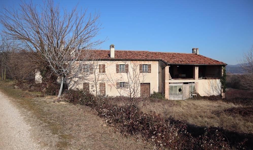 Rustico / Casale in vendita a San Martino Buon Albergo, 8 locali, zona Località: MUSELLA, Trattative riservate   CambioCasa.it