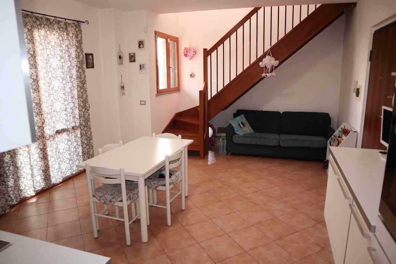 Appartamento in vendita a Colognola ai Colli, 3 locali, zona Zona: Stra, prezzo € 125.000 | CambioCasa.it