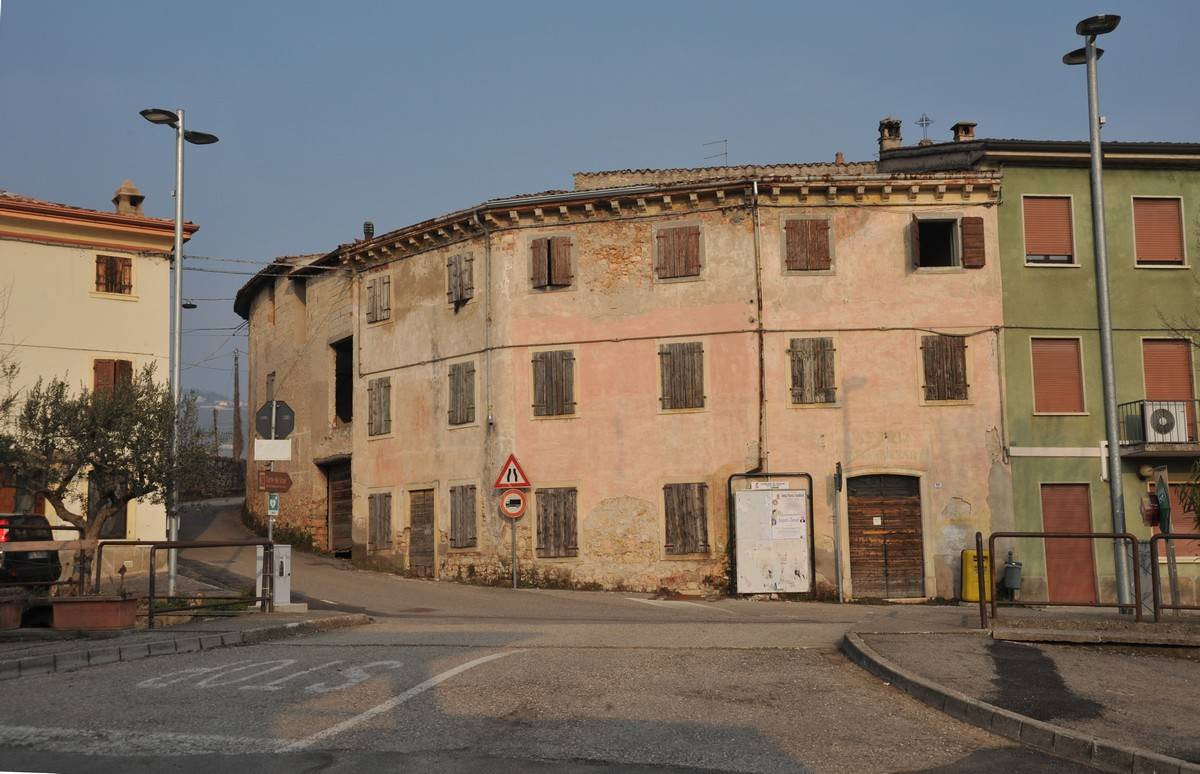 Rustico / Casale in vendita a Soave, 8 locali, zona Zona: Costeggiola, prezzo € 145.000 | CambioCasa.it