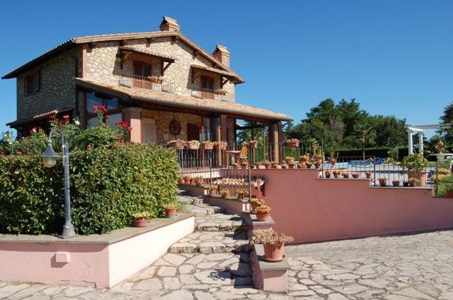 Villa in vendita a Porano, 9 locali, prezzo € 650.000   CambioCasa.it