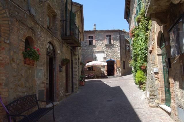 Appartamento in vendita a Allerona, 9 locali, prezzo € 65.000 | CambioCasa.it