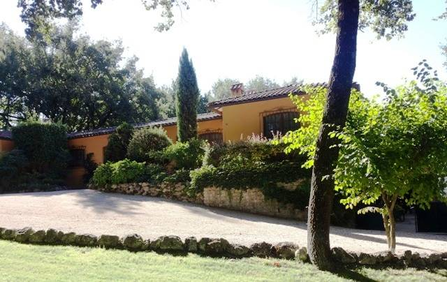 Villa in affitto a Baschi, 11 locali, Trattative riservate | CambioCasa.it