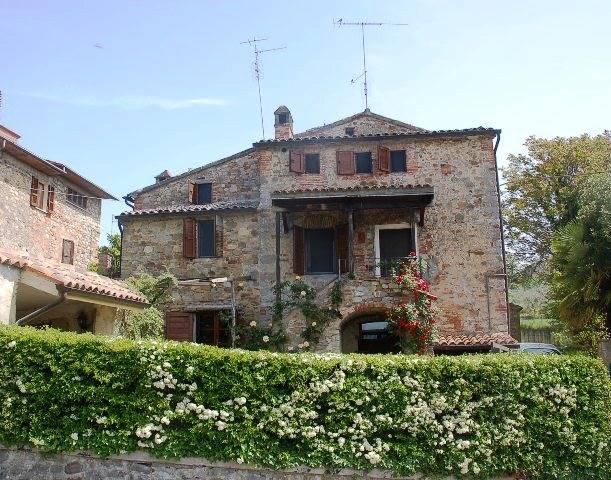 Soluzione Indipendente in vendita a Monteleone d'Orvieto, 10 locali, prezzo € 140.000 | CambioCasa.it