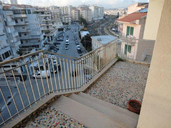 Appartamento in affitto a Ragusa, 6 locali, zona Località: ARCHIMEDE, prezzo € 350 | CambioCasa.it