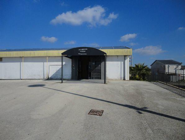 Immobile Commerciale in affitto a Ragusa, 1 locali, prezzo € 11.000 | CambioCasa.it