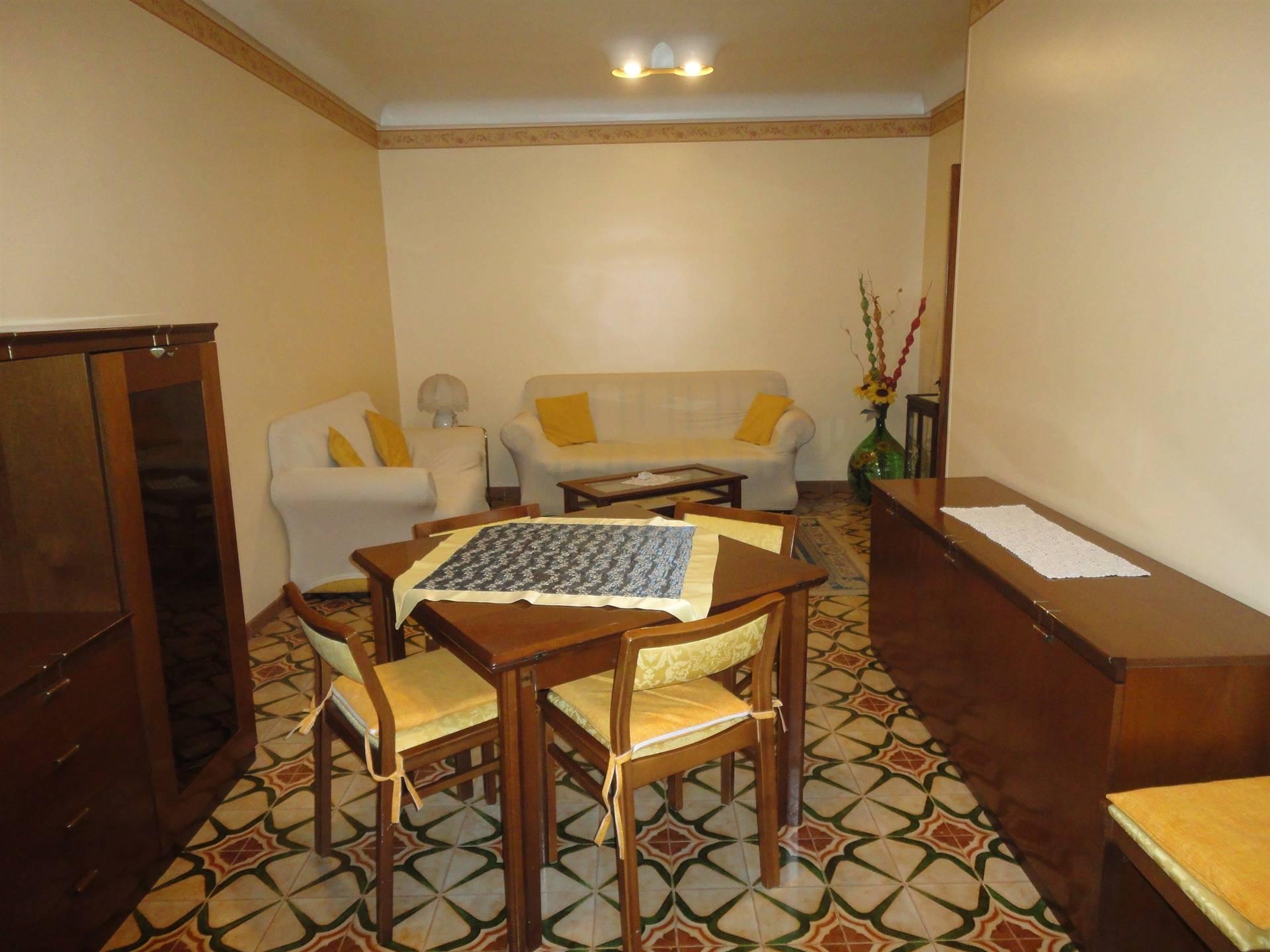 Soluzione Indipendente in affitto a Ragusa, 4 locali, zona Località: CENTRO STORICO ALTO, prezzo € 400 | CambioCasa.it