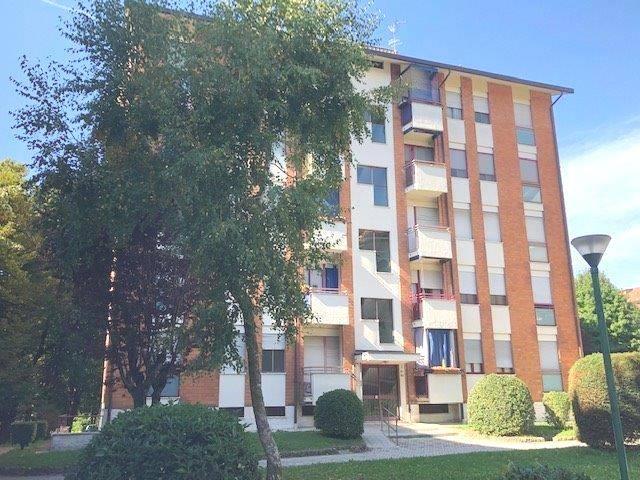 Quadrilocale in Via  Monte Bianco 133/5, Limbiate