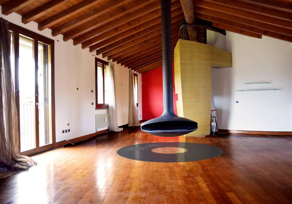 Attico / Mansarda in vendita a Trezzo sull'Adda, 4 locali, prezzo € 450.000 | PortaleAgenzieImmobiliari.it