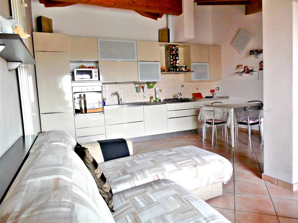Trilocale in Via Alcide De Gasperi  30, Trezzano Rosa