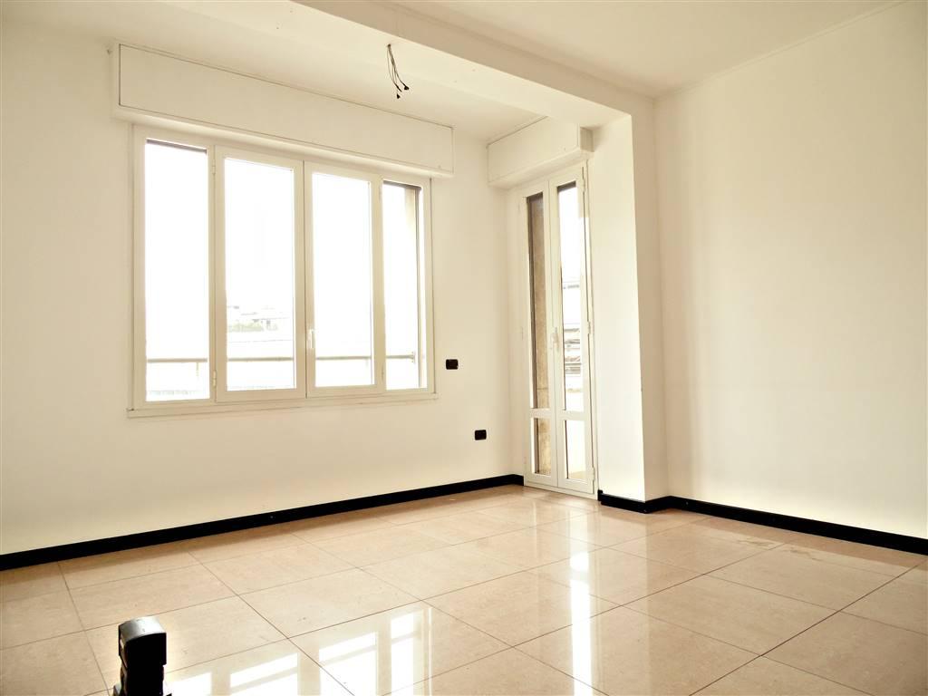 Ufficio con accesso al balcone