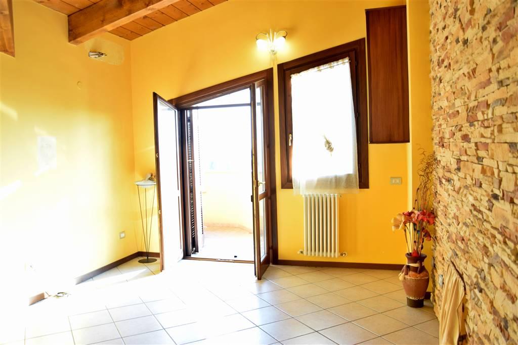 Trilocale in Via Eugenio Montale 7, Roncello