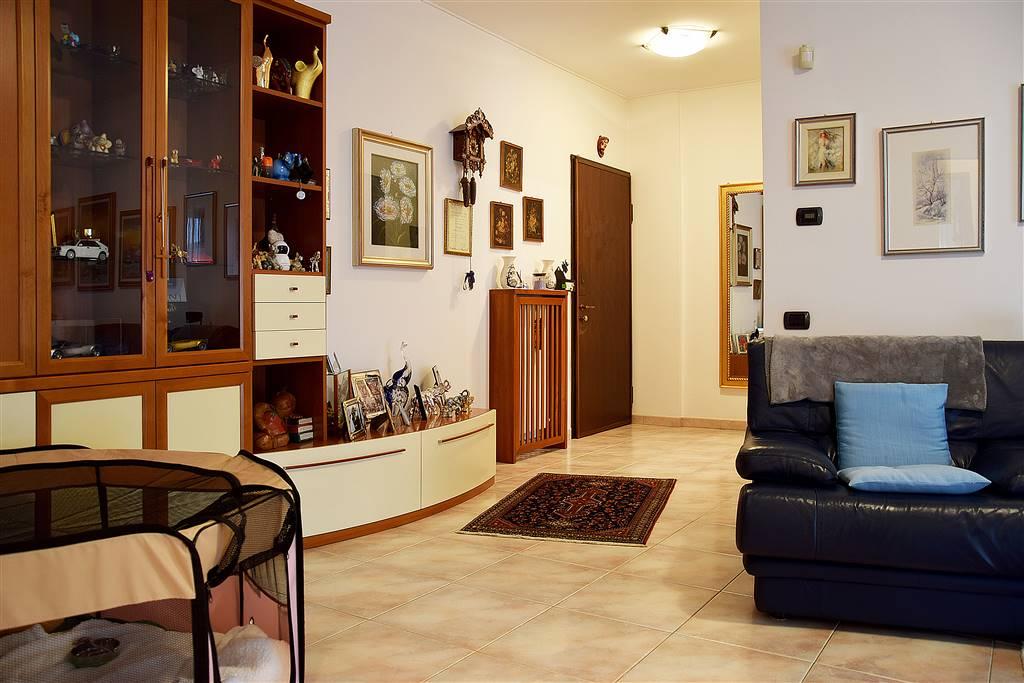 Trilocale in Via Carlo Oreglio  3, Melzo