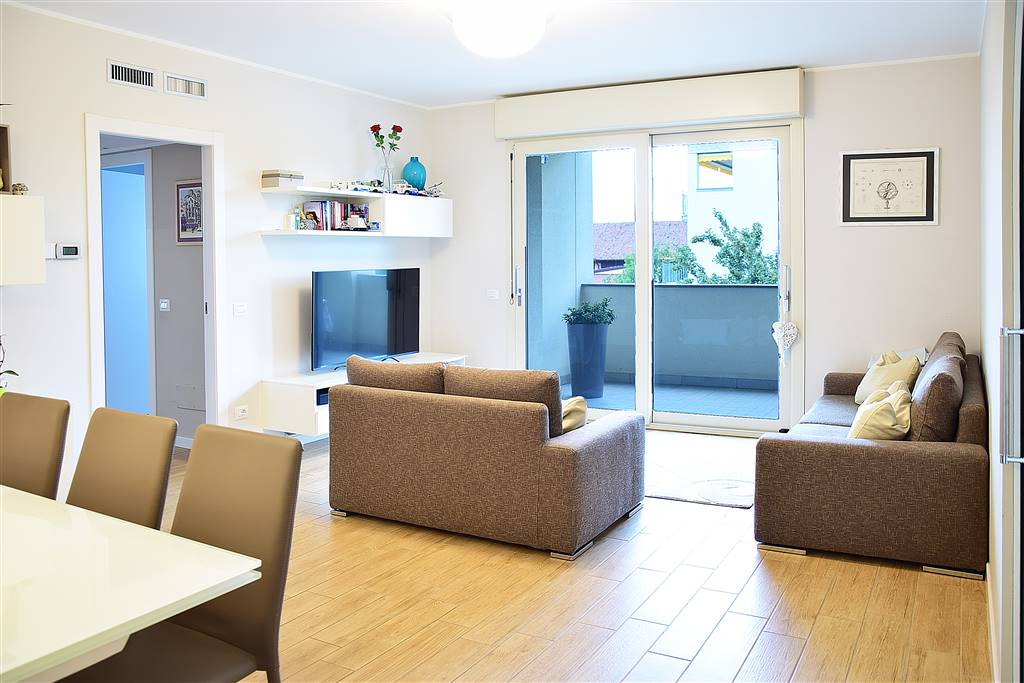 Appartamento in vendita a Gessate, 7 locali, prezzo € 340.000 | PortaleAgenzieImmobiliari.it